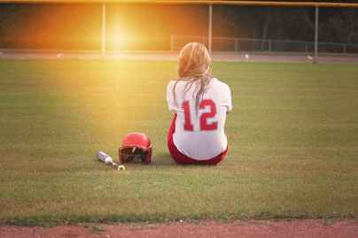 softball-player-girl-bat-163287.jpeg